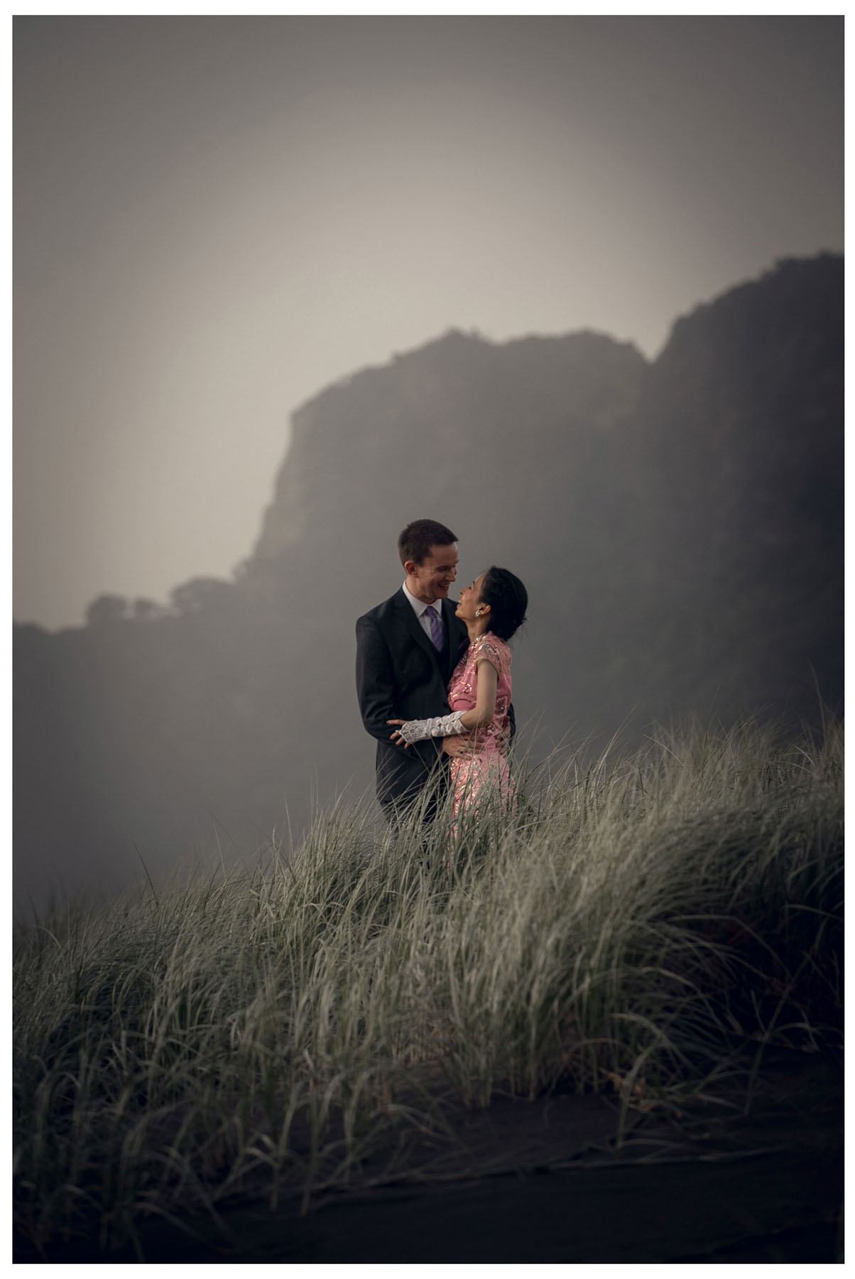 wedding photograph by Auckland wedding photographer Chris Loufte www.theweddingphotographer.co.nz Karekare Beach